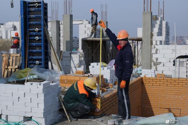 «Жилстрой-2» объявляет о наборе рабочих строительных специальностей
