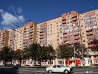 Обновлён фасад первого этажа жилого дома  по пр. Гагарина, 43