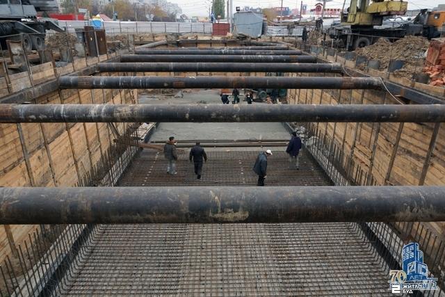«Жилстрой-2» продолжает строительство подземных переходов к станции метро «Героев Труда»