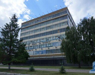 Здание завода радиоэлементов (сейчас АО «Коннектор»), пр. Гагарина, 98, 1981 г.