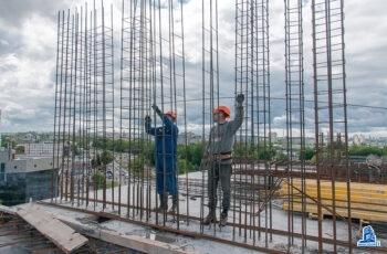 """Во второй секции МФК """"Манхэттен"""" начат монтаж вертикальных конструкций девятого этажа"""