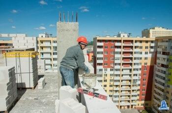"""В тринадцатой секции ЖК """"Меридиан"""" начат монтаж вертикальных конструкций первого этажа"""