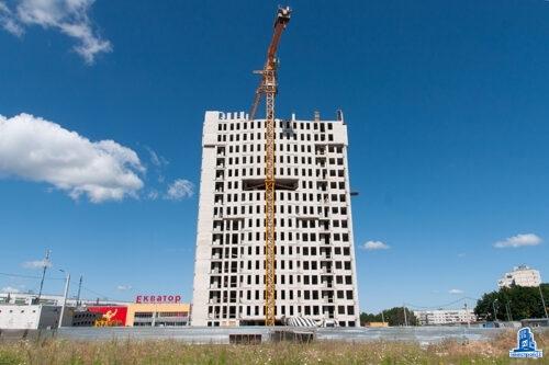 """Во второй секции ЖК """"Меридиан"""" ведется кладка наружных стен семнадцатого этажа"""