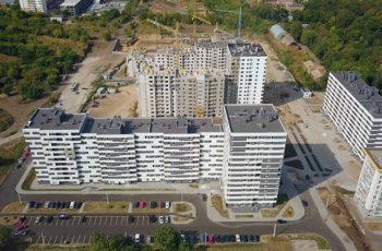 В секции №1 дома №5 завершается монтаж вертикальных конструкций третьего этажа