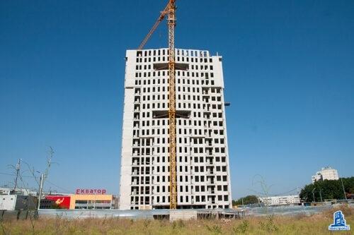 """Во второй секции ЖК """"Меридиан"""" завершается кладка наружных стен девятнадцатого этажа"""