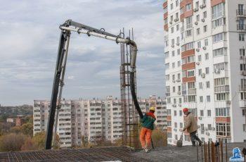 """В седьмой секции ЖК """"Павловский квартал"""" ведется монтаж перекрытия над седьмым этажом"""